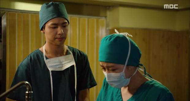 Ngán ngẩm xem Ha Ji Won một mình gánh team trong Hospital Ship - Ảnh 1.