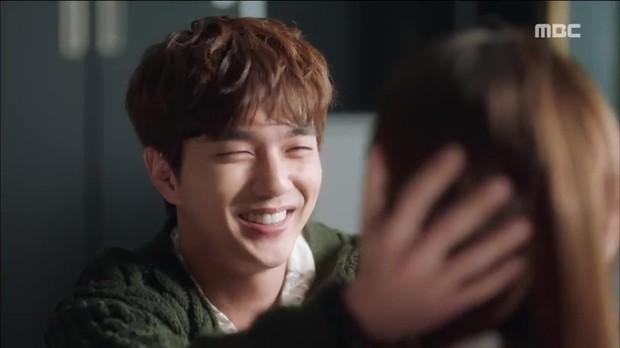 Quá manh động, Yoo Seung Ho không sợ ngứa, kề sát môi robot - Ảnh 2.