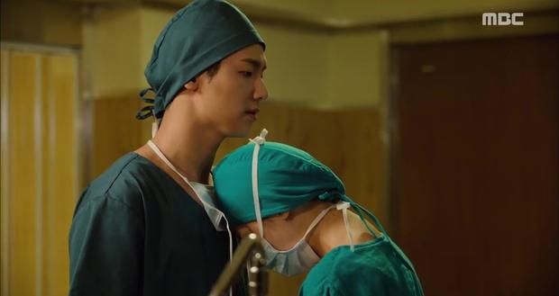 Ngán ngẩm xem Ha Ji Won một mình gánh team trong Hospital Ship - Ảnh 2.