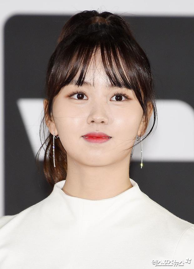 Thảm đỏ Busan: Quân đoàn mỹ nam hot nhất Kpop đổ bộ, nhưng mặt của Kim So Hyun và Naeun sao thế này? - Ảnh 4.