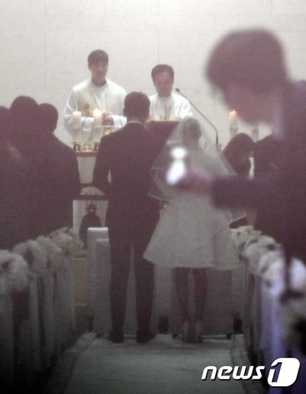 HOT: Rò rỉ hình ảnh hiếm hoi Kim Tae Hee và Bi Rain hạnh phúc thề nguyện bên trong đám cưới thế kỷ - Ảnh 4.