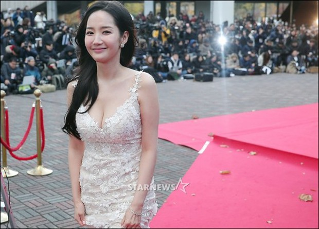 Lọt vào một khung hình tại Asia Artist Awards, top mỹ nhân Kbiz đẹp đến mức khiến fan đau đầu không biết ai hơn - Ảnh 20.