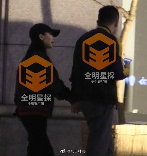 Phong Hành tung loạt ảnh Liễu Nham hẹn hò với đại gia giàu có - Ảnh 3.