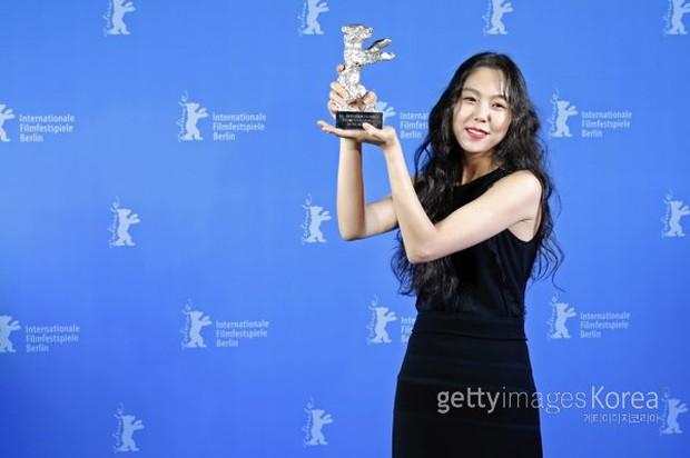 Kim Min Hee thắng lớn nhờ phim của tình già tại LHP Berlin - Ảnh 1.