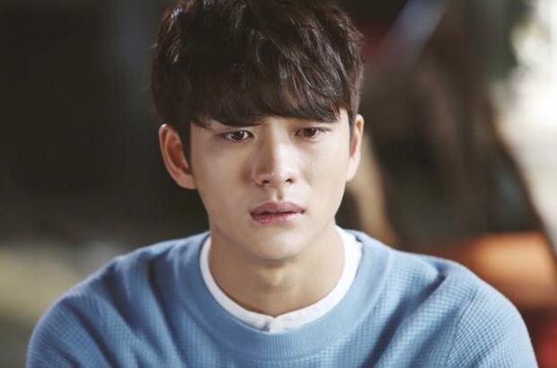 """Hết """"Tuổi Thanh Xuân"""", Kang Tae Oh về Hàn lại gặp... tai nạn! - Ảnh 1."""