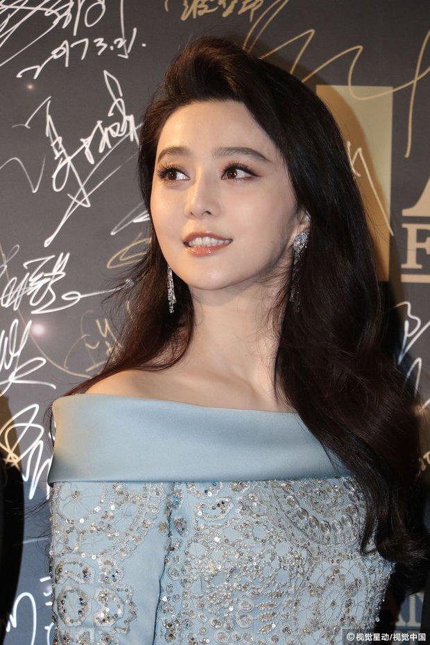 Phạm Băng Băng chiếm hết ánh đèn sân khấu đêm trao giải phim châu Á 2017 - Ảnh 8.