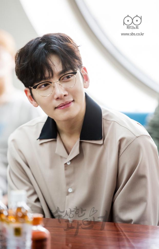 Ji Chang Wook siêu điển trai và đáng yêu bên bạn diễn phim mới - Ảnh 1.