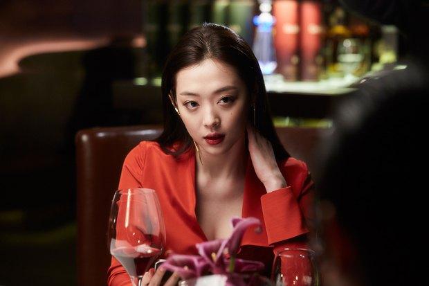 Hôn Kim Soo Hyun, Sulli thoả mãn tuyệt đối - Ảnh 1.