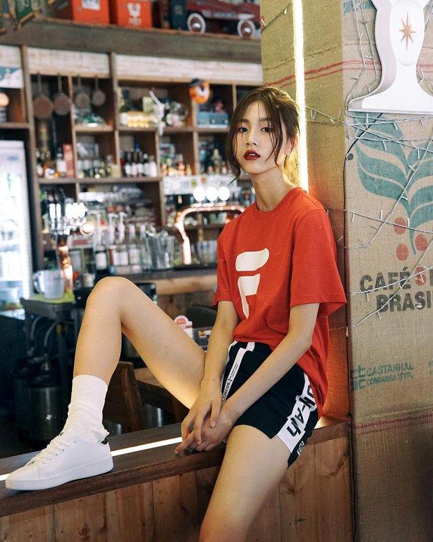 Giới trẻ châu Á người người nhà nhà đang diện T-shirt và sneaker Fila chất phát ngất ra sao? - Ảnh 1.