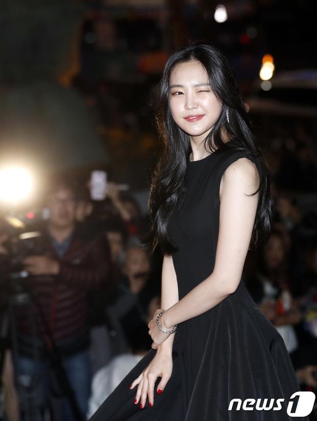 Giải Oscar Hàn Quốc gây sốc: Nữ diễn viên vừa nhận giải Tân binh đã lên luôn Ảnh hậu - Ảnh 5.