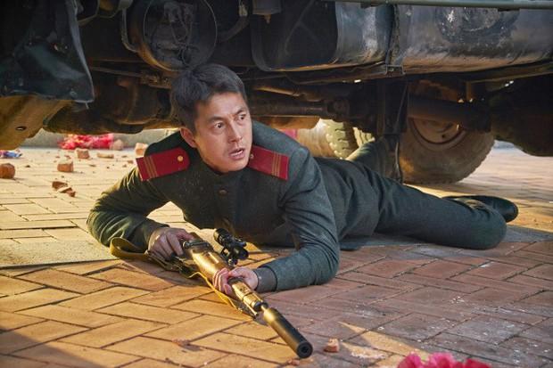Điện ảnh Hàn 2018: Lại một năm ngập lụt bom tấn nói về đàn ông - Ảnh 4.