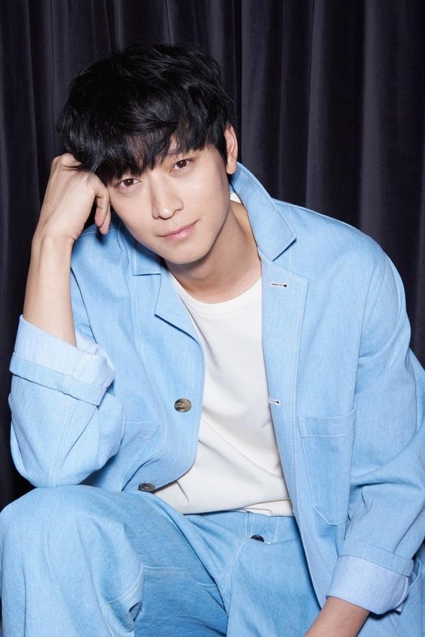 Thánh sống xứ Hàn Kang Dong Won chính thức tấn công Hollywood - Ảnh 1.