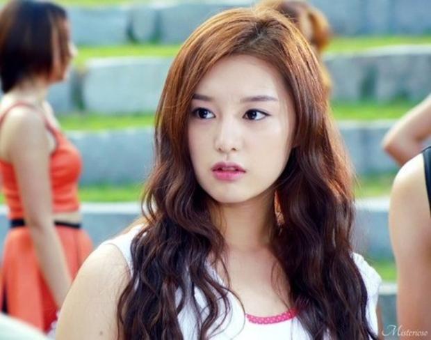 Kim Ji Won - Mỹ nhân sở hữu gương mặt thiên thần chuyên trị vai đanh đá - Ảnh 4.
