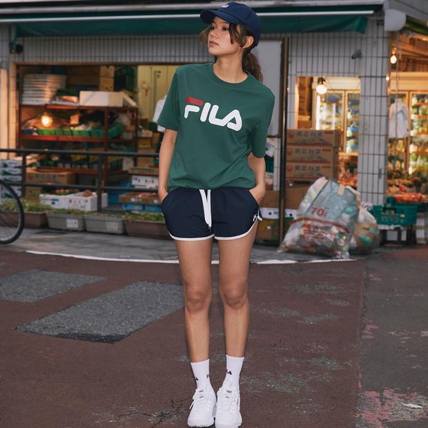 Giới trẻ châu Á người người nhà nhà đang diện T-shirt và sneaker Fila chất phát ngất ra sao? - Ảnh 2.