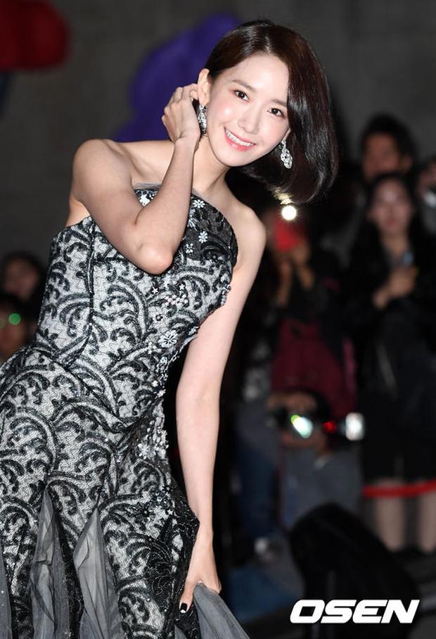 Giải Oscar Hàn Quốc gây sốc: Nữ diễn viên vừa nhận giải Tân binh đã lên luôn Ảnh hậu - Ảnh 7.