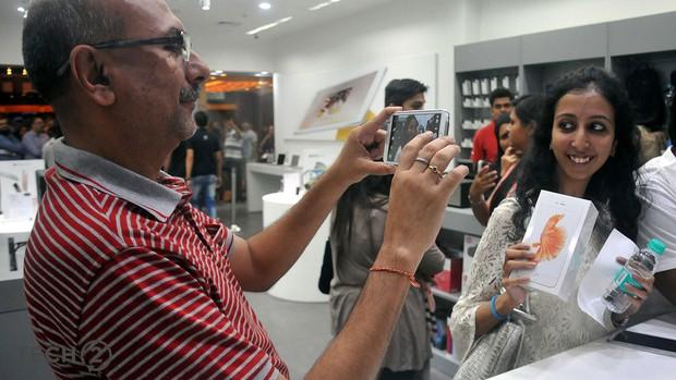 Nếu bạn thấy iPhone có chữ Lắp ráp tại Ấn Độ thì nó không phải hàng giả đâu nhé - Ảnh 3.