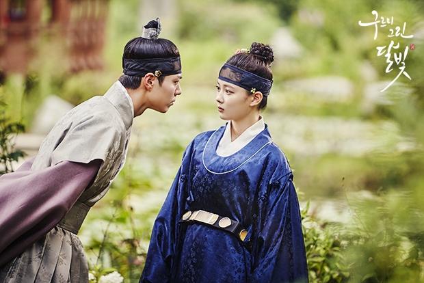 Bằng chứng chứng minh 5 nam chính phim Hàn này có bệnh về mắt cực nặng - Ảnh 2.