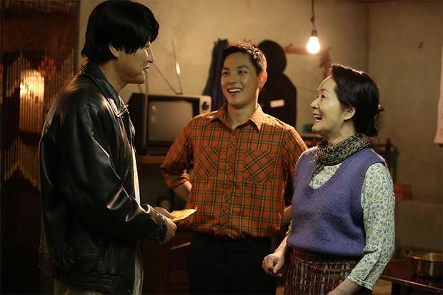 5 vai diễn mà khán giả nhớ mãi về cố diễn viên Mặt Trăng Ôm Mặt Trời Kim Young Ae - Ảnh 4.