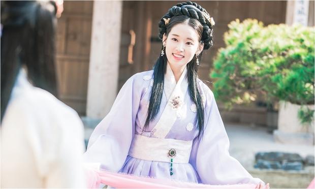 Yoona đang gặp quá nhiều đối thủ nhan sắc trong The King Loves? - Ảnh 3.
