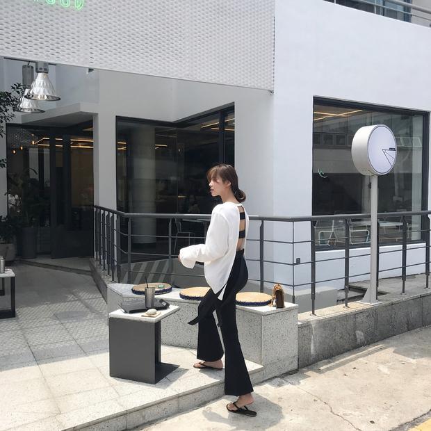 Dép tông, dép lào giờ đã thành món đồ sành điệu, được các fashionista xứ Hàn diện cùng đồ đi chơi cực chất - Ảnh 7.