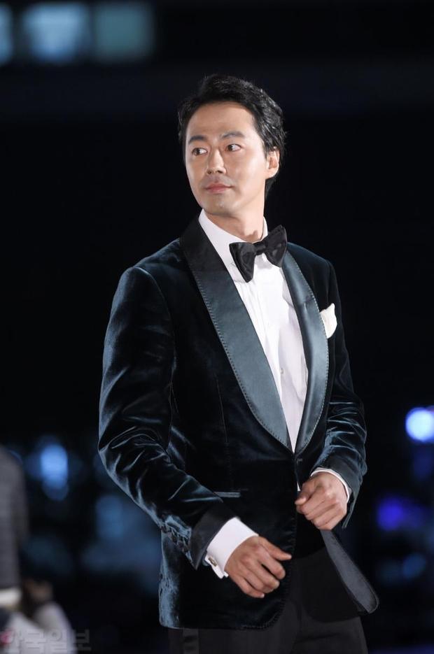 Giải Oscar Hàn Quốc gây sốc: Nữ diễn viên vừa nhận giải Tân binh đã lên luôn Ảnh hậu - Ảnh 10.