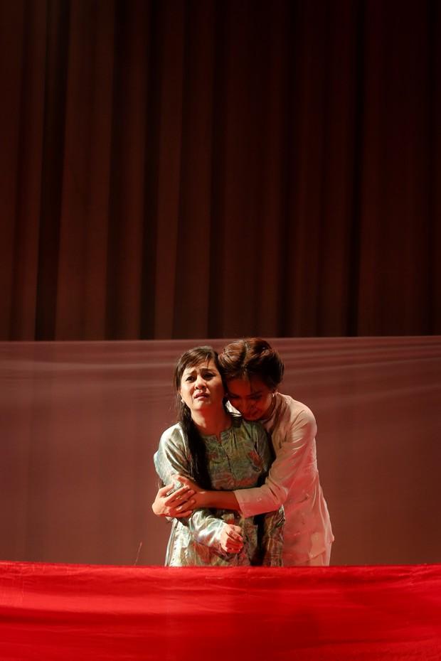 Lật mặt showbiz: Cát Phượng - Ái Phương ôm nhau khóc sau mâu thuẫn từ câu chuyện Hà Hồ - Minh Hằng - Ảnh 7.