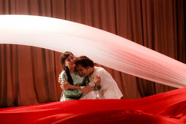 Lật mặt showbiz: Cát Phượng - Ái Phương ôm nhau khóc sau mâu thuẫn từ câu chuyện Hà Hồ - Minh Hằng - Ảnh 6.