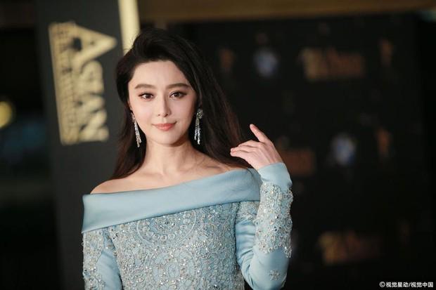 Phạm Băng Băng chiếm hết ánh đèn sân khấu đêm trao giải phim châu Á 2017 - Ảnh 2.