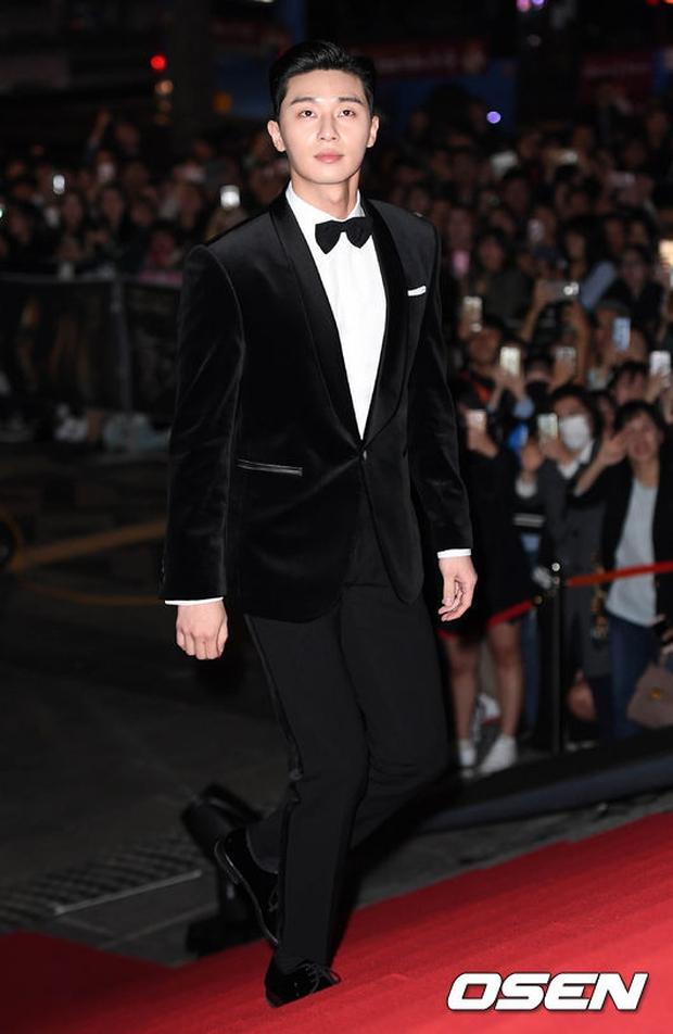 Giải Oscar Hàn Quốc gây sốc: Nữ diễn viên vừa nhận giải Tân binh đã lên luôn Ảnh hậu - Ảnh 11.