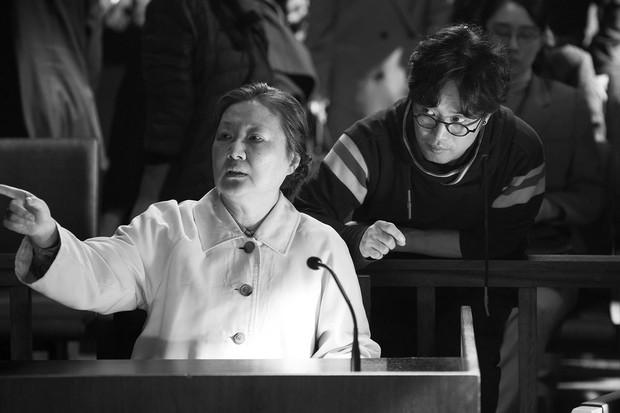 Điện ảnh Hàn 2018: Lại một năm ngập lụt bom tấn nói về đàn ông - Ảnh 7.