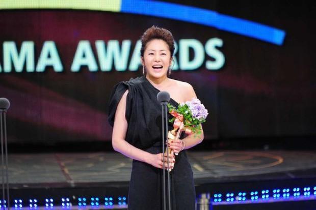 Loạt sao Hàn bị lên án vì thái độ lồi lõm và phát biểu vô tâm khi nhận giải - Ảnh 10.