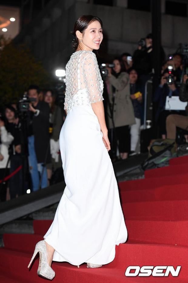 Giải Oscar Hàn Quốc gây sốc: Nữ diễn viên vừa nhận giải Tân binh đã lên luôn Ảnh hậu - Ảnh 12.