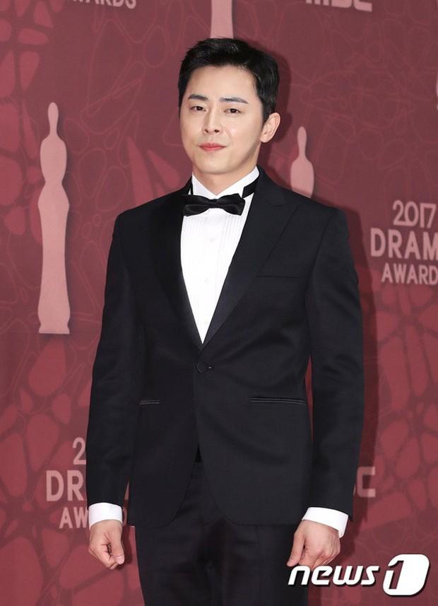 MBC Drama Awards 2017: Mẹ Kim Tan, Ha Ji Won rơi lệ vì nữ diễn viên có chồng bị sát hại dã man - Ảnh 15.