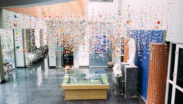 Trường Lương Thế Vinh đẹp như cổ tích với hàng nghìn con hạc giấy gửi đến thầy Văn Như Cương - Ảnh 10.