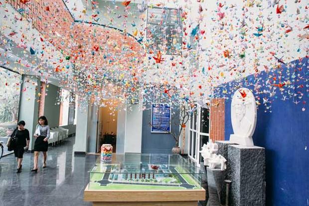 Trường Lương Thế Vinh đẹp như cổ tích với hàng nghìn con hạc giấy gửi đến thầy Văn Như Cương - Ảnh 5.