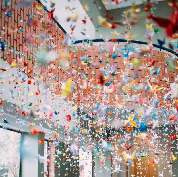 Trường Lương Thế Vinh đẹp như cổ tích với hàng nghìn con hạc giấy gửi đến thầy Văn Như Cương - Ảnh 3.