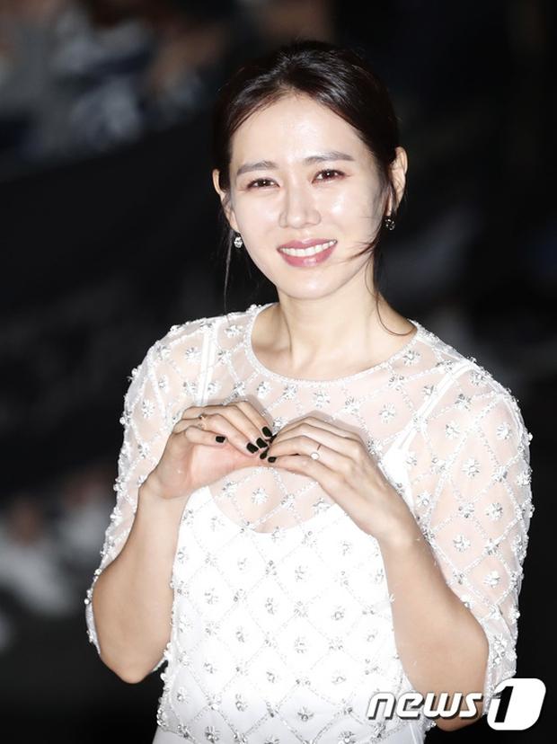 Giải Oscar Hàn Quốc gây sốc: Nữ diễn viên vừa nhận giải Tân binh đã lên luôn Ảnh hậu - Ảnh 13.