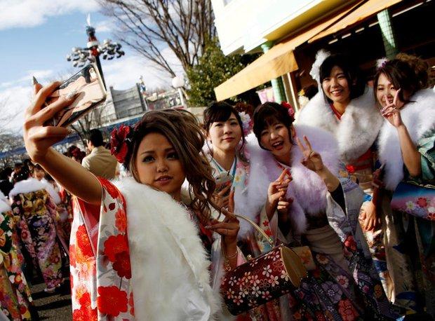 Các cô gái Nhật Bản xinh đẹp trong lễ trưởng thành - Ảnh 1.