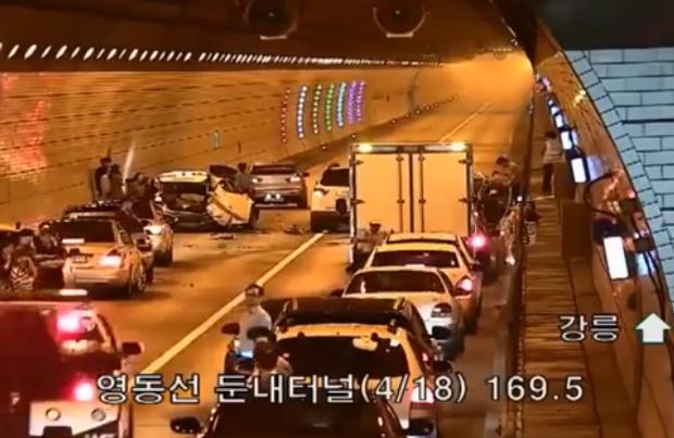 Tai nạn giao thông ở Hàn Quốc, và cách mà người ta ứng xử khi bắt gặp khiến bất cứ ai cũng phải nể phục - Ảnh 1.