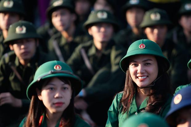 Cô gái xinh đẹp cao 1m70, từng đi thi Hoa hậu Việt Nam tình nguyện nhập ngũ - Ảnh 2.