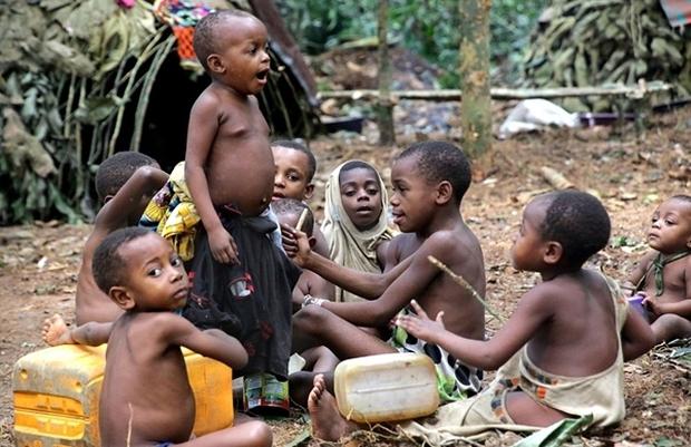 Bên trong bộ lạc gần 50% trẻ em không thể sống quá 5 tuổi ở châu Phi - Ảnh 1.