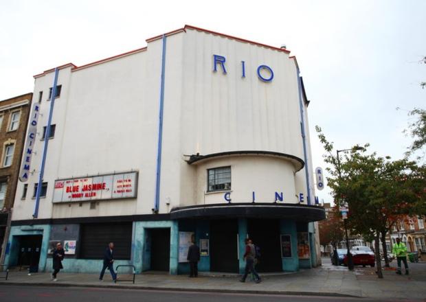 Bắt chước Oscar 2017, rạp phim ở Anh vô tình chiếu La La Land thay vì Moonlight - Ảnh 1.