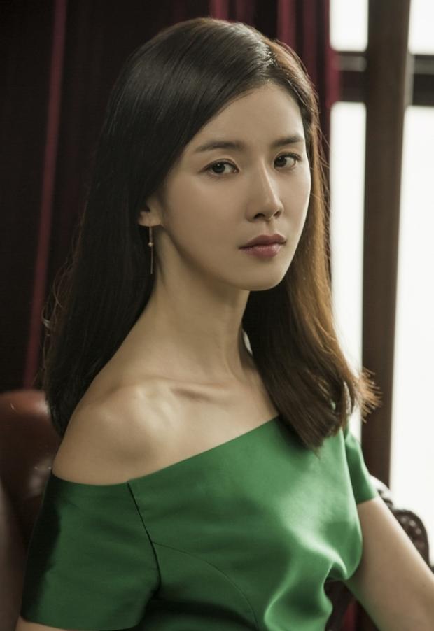 Vợ chồng Ji Sung – Lee Bo Young thay phiên nhau chiếm sóng màn ảnh Hàn - Ảnh 3.