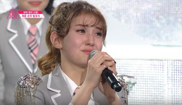 Show đào tạo nhóm nhạc kết thúc, bông hồng lai Somi bật khóc nức nở - Ảnh 3.