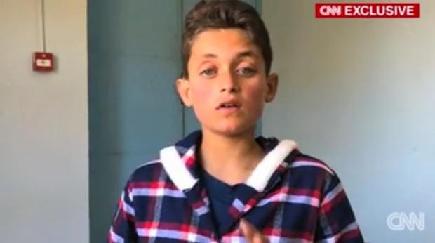 Cậu bé bị mất 19 người thân trong vụ tấn công hóa học ở Syria - Ảnh 1.