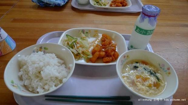 Một bữa trưa đạm bạc của trẻ em Nhật sẽ khiến nhiều người phải cảm thấy hổ thẹn, và đây là lý do - Ảnh 2.