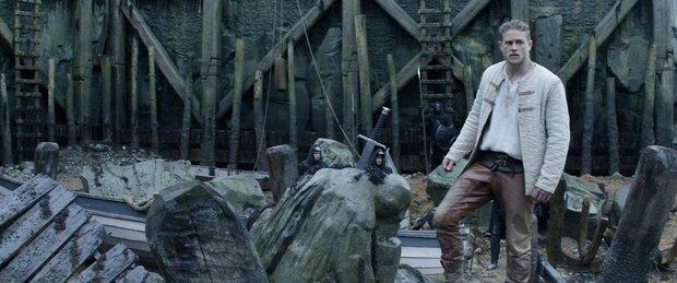 Huyền thoại về thanh gươm trong đá quay trở lại màn ảnh với King Arthur: Legend of the Sword - Ảnh 1.
