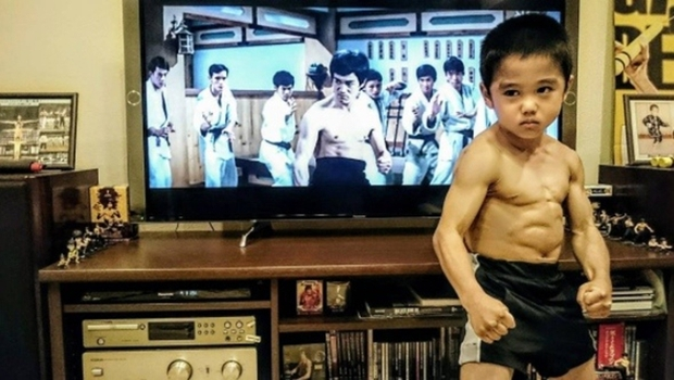 Cậu bé 7 tuổi người Nhật khiến cả thế giới kinh ngạc vì màn trình diễn tuyệt vời y hệt huyền thoại Lý Tiểu Long - Ảnh 9.