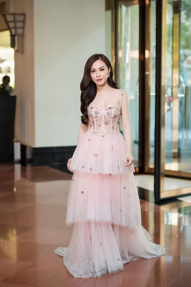 An Nguy hai lưng và Kelly Nguyễn gợi cảm, ai diện chiếc đầm hồng công chúa xinh hơn? - Ảnh 5.