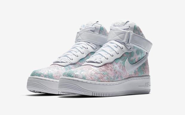 Nike vừa ra mắt sneaker Lọ Lem lóng lánh, chắc chắn con gái sẽ chẳng còn muốn đi giày cao gót nữa - Ảnh 1.